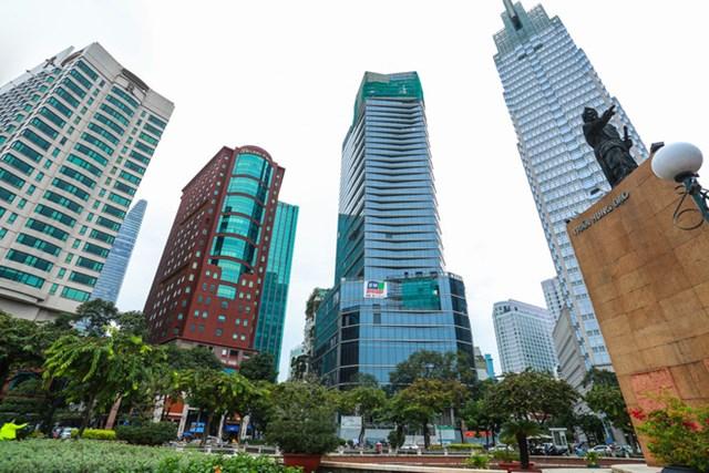 Khách sạn được xây dựng trên khu đất hơn 2.200m2, quy mô 5 tầng hầm và 34 tầng cao, với 312 phòng, vốn đầu tư dự kiến gần 3.000 tỷ đồng. Dự án được Sở Xây dựng TP HCM cấp phép tháng 12/2019.