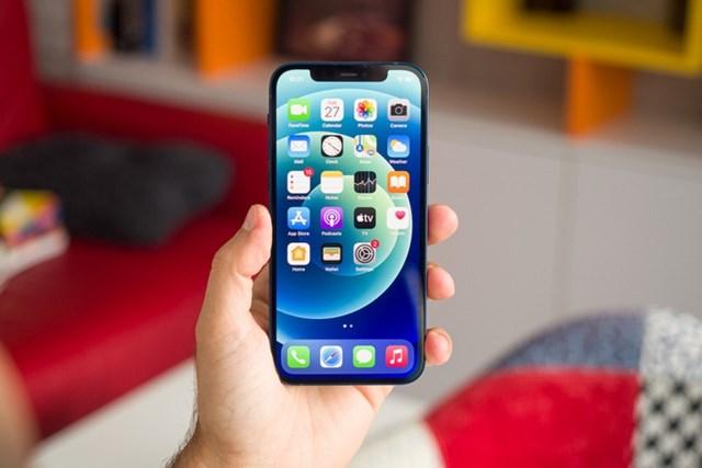 Việc sử dụng nhiều nhà cung ứng màn hình cho thấy triết lý khác biệt giữa Tim Cook và Steve Jobs.