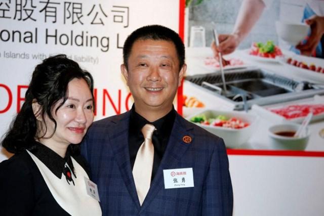 Trong số những người thành lập văn phòng gia đình ở Singapore có Zhang Yong và Shu Ping - cặp vợ chồng tỷ phú đứng sau chuỗi nhà hàng lẩu Haidilao. Ảnh:Reuters.