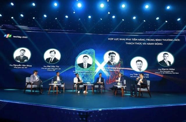Ông Mai Hữu Tín (góc trái) tham gia thảo luận tại FPT Techday 2020.