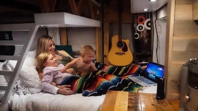 Gia đình sống trong nhà 7 m2 - Ảnh 1