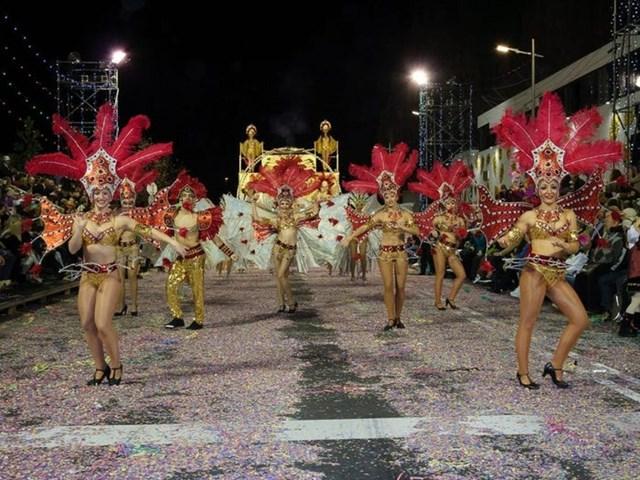 Madeira Carnival - một trong những lễ hội đường phố lớn nhất châu Âu. Lễ hội được tổ chức hàng năm vào thứ Sáu trước Mùa chay (diễn ra vào khoảng đầu tháng 2).