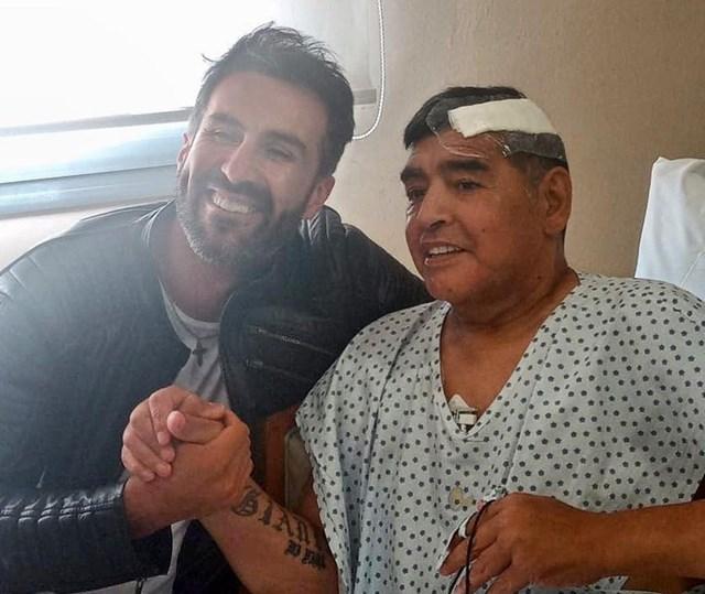 Bức ảnh cuối cùng của Maradona, chụp với bác sĩ Leopoldo Luque