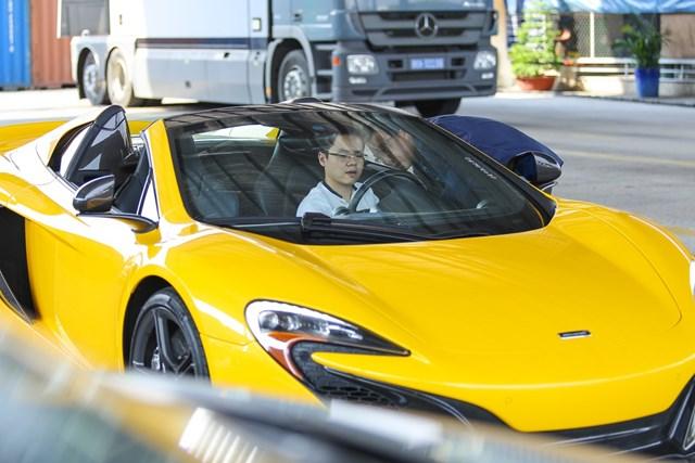 Thiếu gia Phan Thành trên chiếc McLaren 650S Spider
