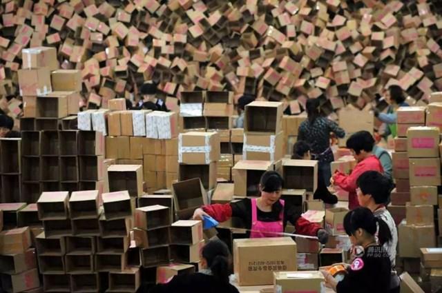 Suy nghĩ nguy cơ virus từ nước khác theo đường vận chuyển sẽ tiến vào Trung Quốc khiến nhiều người nước này không dám săn hàng giảm giá Black Friday ở nước ngoài.