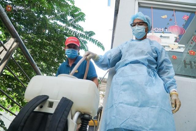 Hà Nội ghi nhận ca bệnh tái dương tính với SARS-CoV-2 chỉ 3 ngày sau xuất viện - Ảnh 1