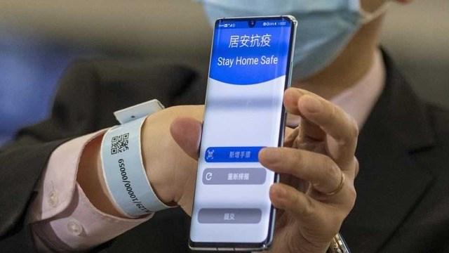 Người cách ly dịch Covid-19 tại Hàn Quốc sẽ phải đeo chiếc vòng điện tử - Ảnh 1