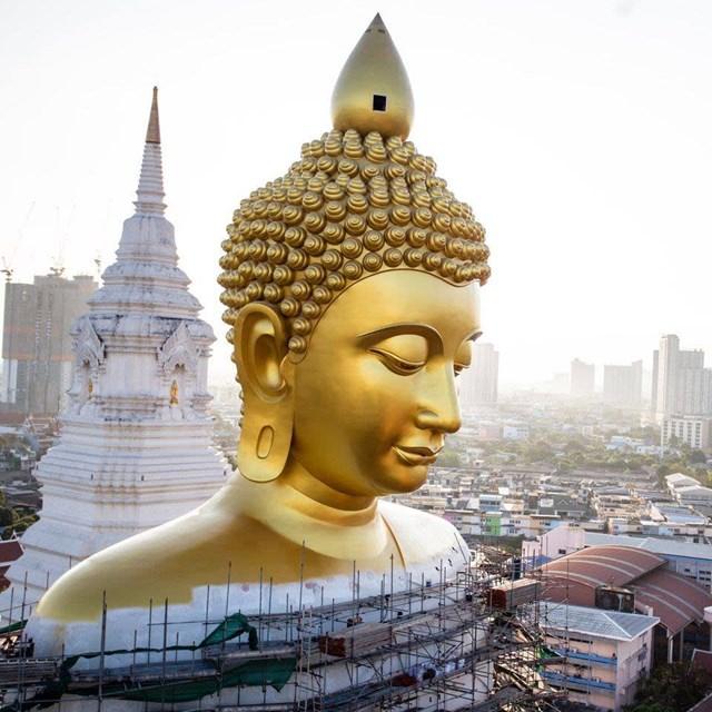 Phần đầu pho tượng PhậtDhammakaya Dhepmongkol. Ảnh:Wat Paknam Phasi Charoen