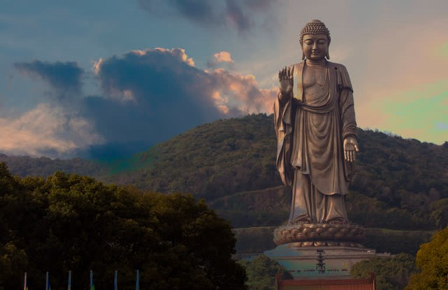 Tượng Linh Sơn Đại Phật tại Giang Tô, Trung Quốc. Ảnh: AP