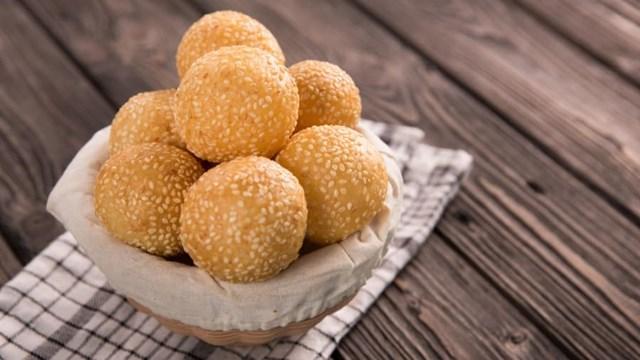 Món bánh rán vừng thường xuất hiện trong ngày Tết truyền thống của Trung Quốc. Ảnh:Shutterstock