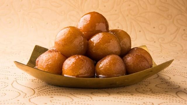 Món bánh rán giản dị với sốt siro mật ong. Ảnh:Shutterstock