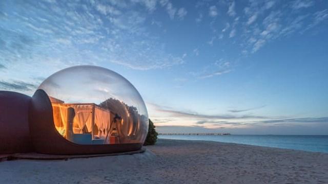 Lều bong bóng nằm trên bãi cátcó tầm nhìn ra biển. Ảnh:Finolhu