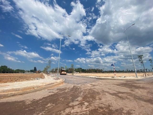 Dự án Gem Sky World của Tập đoàn Đất Xanh dù nằm sâu trong rừng cao su nhưng chào bán giá cao ngất ngưởng