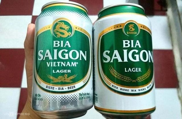 Sản phẩm Bia Saigon Vietnam (bên trái) và Bia Saigon của Sabeco. Ảnh:Thi Hà.
