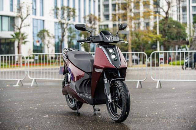 Theon hiện đang là dòng xe máy điện có giá thành cao nhất thị trường của Vinfast.