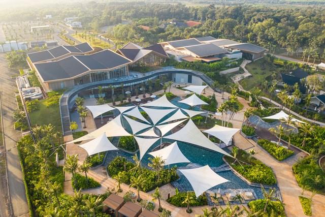 Springs Pool thuộc phân kỳ Binh Chau Onsen là hồ bơi khoáng trung tâm lớn nhất Đông Nam Á