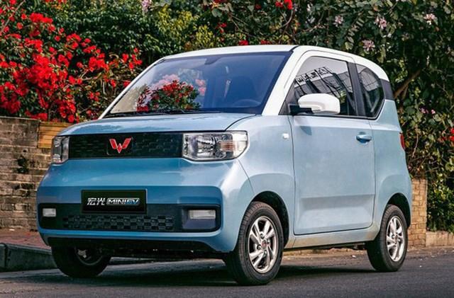 Wuling Hongguang Mini EV được sản xuất bởi liên doanh SAIC-GM-Wuling tại Trung Quốc, với giá bán niêm yết 28.800 nhân dân tệ, tương đương khoảng 96,6 triệu đồng.