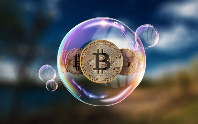 Khi giá Bitcoin đạt đỉnh, nhiều nhà đầu tư cảnh báo bong bóng Bitcoin sẽ sớm vỡ vụn. Ảnh:Reuters.
