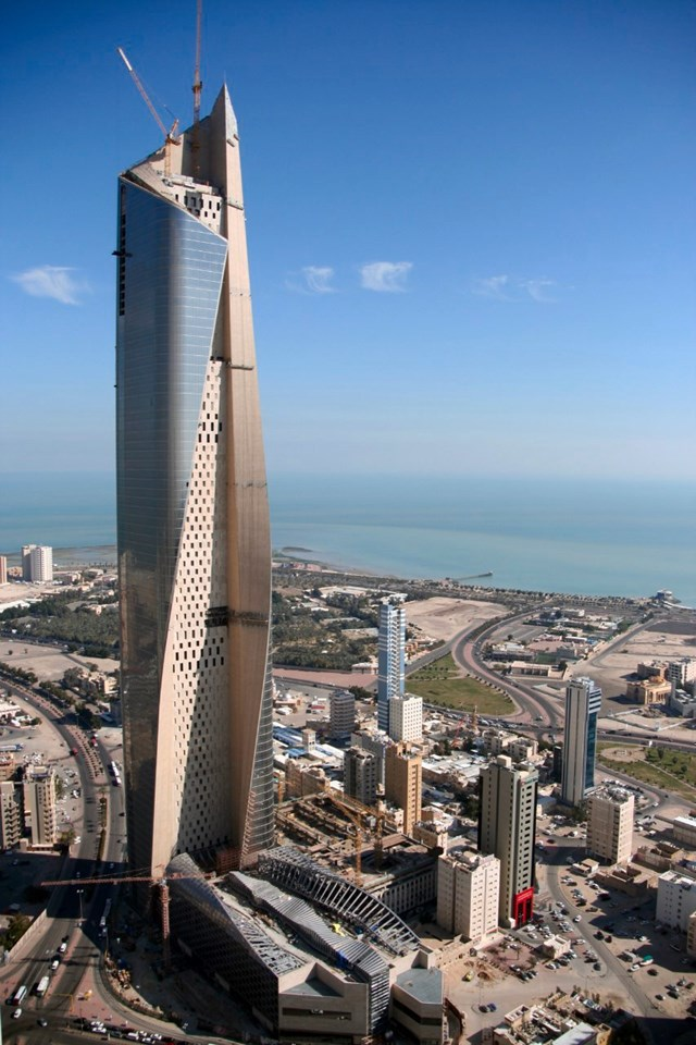 Tòa cao ốc được xây trên diện tích 10.000m2, với tổng diện tích 195.000m2 bao gồm văn phòng làm việc, câu lạc bộ, trung tâm thương mại...