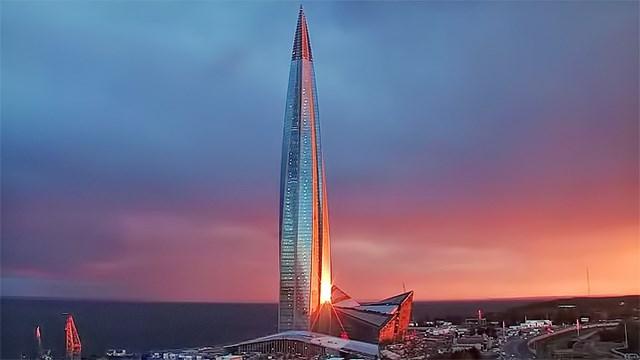 Nằm trong khu phức hợp ven sông ở thành phố Saint Petersburg, Nga, với độ cao 462m, tòa tháp Lakhta Center không chỉ là tòa nhà cao nhất thành phố mà còn là công trình cao nhất châu Âu.