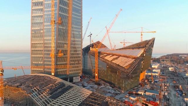 """Để có thể """"chống đỡ"""" được tòa tháp, phần móng của công trình sâu tới 82m với hàng nghìn cọc bê-tông thép cùng đường kính hàng mét."""
