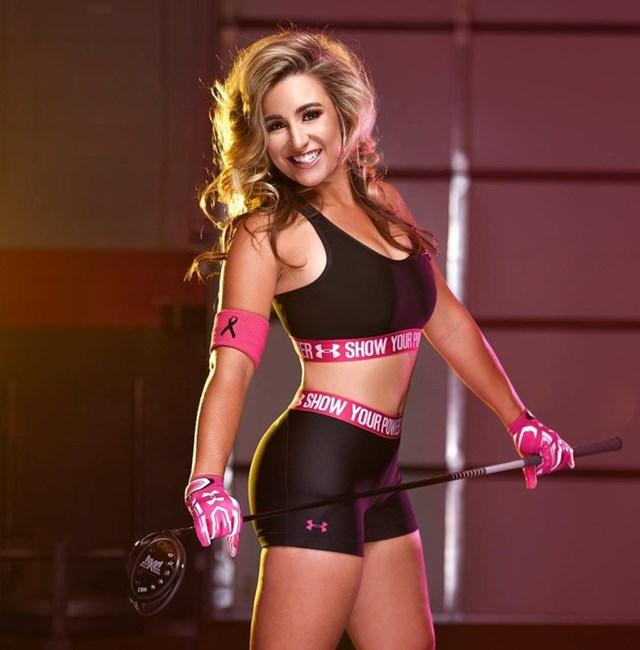Ngoài chơi golf, Chelsea còn là người mẫu tự do.Nhờ thân hình nóng bỏng, làn da nâu khỏe khoắn, mái tóc vàng bồng bềnh và nụ cười tươi, nữ golfer này đã được tạp chí Playboy để mắt tới.