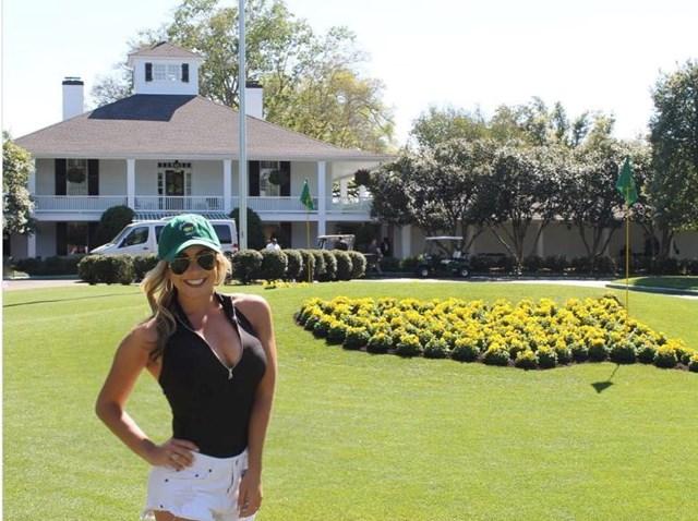 Ở tuổi 29, Pezzola đang chơi golf chuyên nghiệp tại giảiSuncoast Ladies Tourở Orlando, Mỹ.