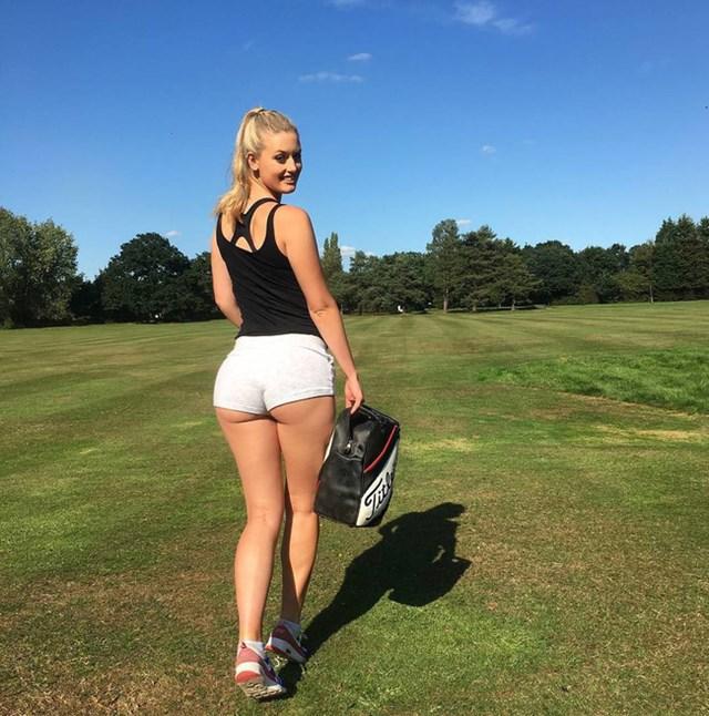Sở hữu gương mặt xinh, cá tính cùng thân hình cao và thon gọn chẳng kém các siêu mẫu nên chỉ trong một thời gian ngắn, Bella Angel đã thu hút được gần 230.000 người theo dõi trên Instagram.