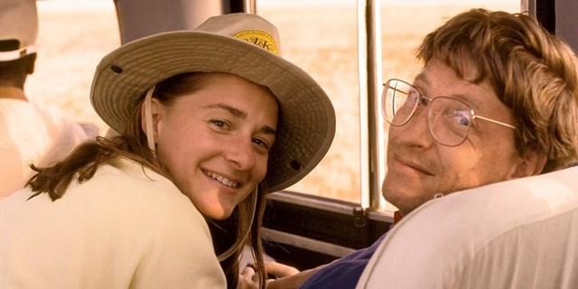 Bill Gates và Melinda French gặp nhau lần đầu vào năm 1987, khi bà gia nhập Microsoft với tư cách là giám đốc sản phẩm. Trong một dịp dã ngoại của công ty, Bill Gates từng ngỏ lời mời bà đi ăn tối nhưng về cơ bản Bill bị từ chối.