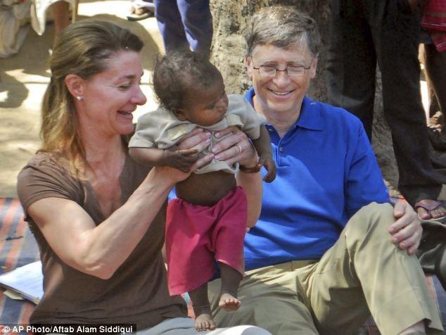 Không chỉ chia sẻ với nhau công việc trong gia đình,Bill và Melinda cùng thành lập quỹ từ thiện mang tên hai vợ chồng. Đến nay, cả hai đã ủng hộ hàng chục tỷ USD.