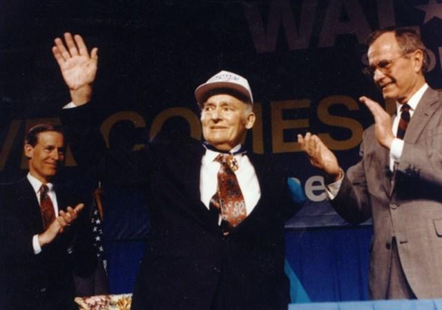 """Hồ sơ tỷ phú - Kỳ 17: Sam Walton - """"ông vua bán lẻ"""" đưa gia tộc Walton đạt đến đỉnh cao của sự giàu có và thịnh vượng - Ảnh 1"""
