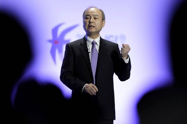 """Masayoshi Son từng bị giới truyền thông Nhật Bản đặt cho biệt danh là """"tỷ phú đen đủi nhất thế giới""""."""