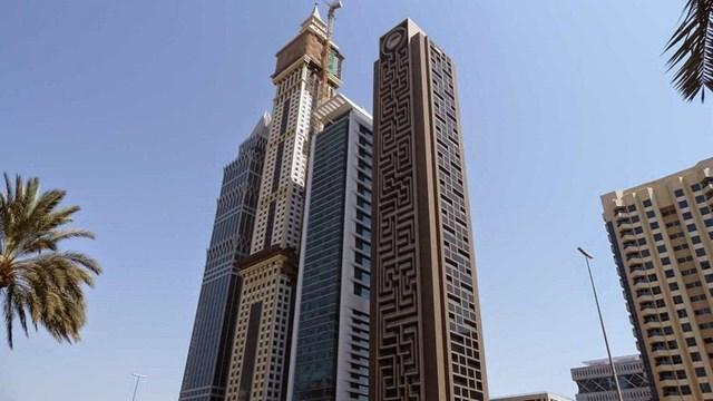 Cao 55 tầng, tòa nhà được hoàn thành vào tháng 1/2012 với thiết kế mê cung nổi bật bao phủ gần như toàn bộ mặt trước và mặt sau tòa nhà.