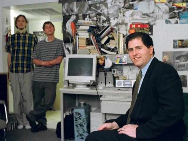 Michael Dell trở thành CEO trẻ nhất của một công ty được nằm trong nhóm 500 tập đoàn hàng đầu của tạp chí Fortune khi 27 tuổi.