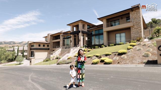Vợ chồng nam ca sĩ Đan Trường đã thuê một kiến trúc sư nổi danh tại Hollywood, người từng thiết kế nhà cho diva Celine Dion để kiến tạo nên công trình này.