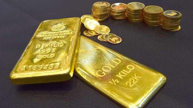 Trước áp lực của đồng USD, không ít nhà đầu tư cho rằng việc nắm giữ vàng là bất lợi nên giao dịch hết sức thận trọng.