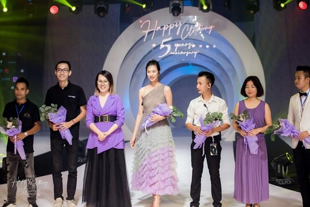 Nhà thiết kế Thảo Nguyễn cùng nhà phân phối Sữa hạt Meli