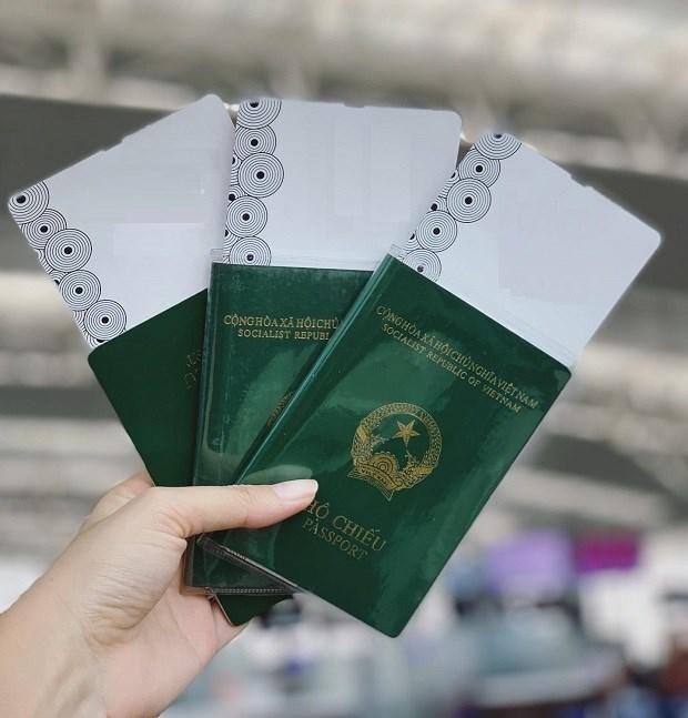 Chip sẽ được gắn ở bìa sau của hộ chiếu, lưu thông tin được mã hóa của người mang hộ chiếu và chữ ký số của người cấp.