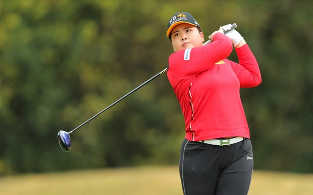 Sở hữu bảng thành tích đáng nể là thế nhưng In-Bee từng bịLPGA từ chối đơn đăng ký. Nguyên nhân là bởi cô mới 17 tuổi mà luật của LPGA lại yêu cầu vận động viên phải từ 18 tuổi trở lên.