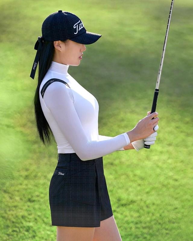 Sở hữu lợi thế về ngoại hình, cùng thần thái chuyên nghiệp, nữ golfer cònthường xuyên xuất hiện trên các tạp chí với vai trò gương mặt quảng cáo.