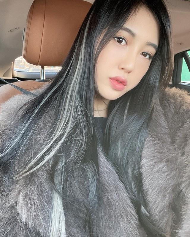 Ngoài thời gian thi đấu, Won Ju còn chia sẻ nhiều kỹ thuật chơi golf cũng như phân tích lỗi mọi người hay mắc ở trên trang cá nhân như Instagrm, blog... Nhờ vậy, nữgolf thủ xinh đẹp thu hút hàng chục nghìn người theo dõi.