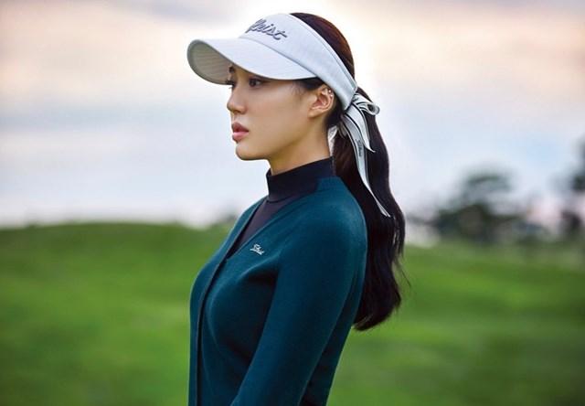 Không chỉ có trình độ chuyên môn cao, nữ golfer xứ Hàn còn hút hồn người hâm mộ bởi nhan sắc xinh xắn, vóc dáng chuẩn không kém các siêu mẫu nào.