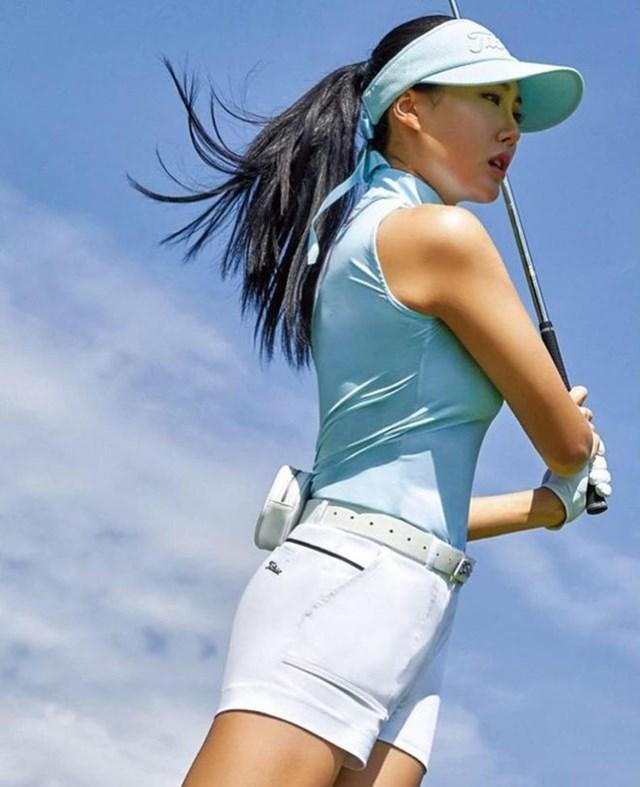 Ngoài golf, bóng hồng này còn tập thêm gym và pilates để duy trì vóc dáng mảnh mai, đồng thời nâng cao thể lực, sẵn sàng thi đấu.
