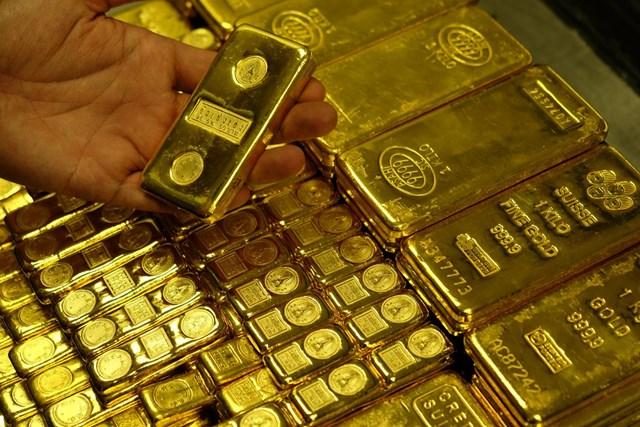Giá vàng thế giới tăng nhẹ phiên đầu tuần mới, lên 1.820 USD/ounce