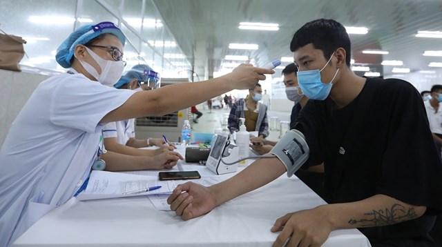Trong hướng dẫn mới nhất của Bộ Y tế, không cần đo huyết áp tất cả người tiêm vắc-xin Covid-19.