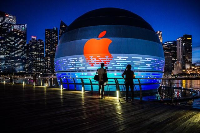 Tác động của các cơ quan quản lý sẽ khiến Apple điều chỉnh mức thu phí hoa hồng xuống mức tối thiểu 15%.