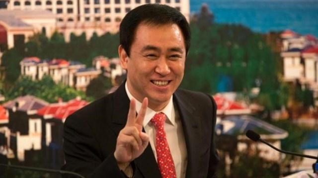 Ông Hui Ka Yan từng có tuổi thơ cơ cực khi mẹ mất sớm, một mình đến Thâm Quyết với tâm chí làm giàu.