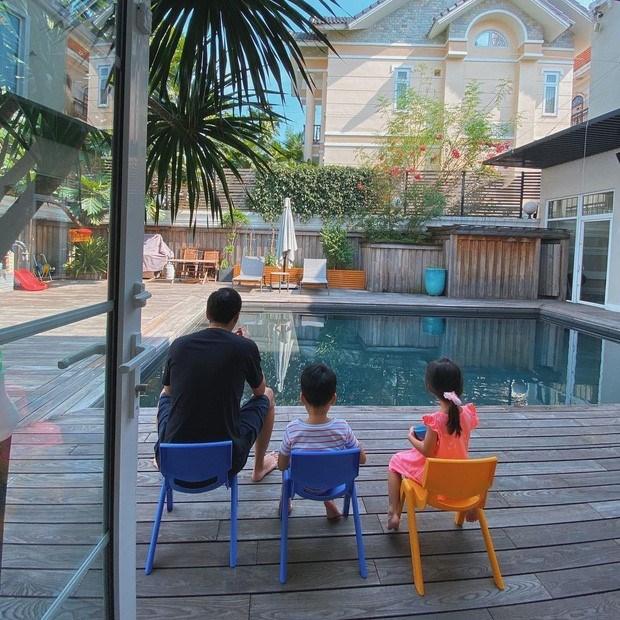 Và bể bơi là nơi thư giãn của cả gia đình