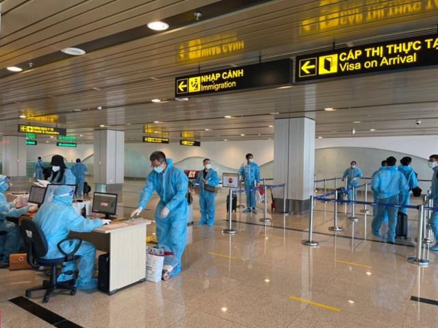 Người lên máy bay phải có xét nghiệm âm tính với SARS-CoV-2 trong vòng 72 giờ, tuân thủ 5K, khai báo y tế tại điểm xuất phát và điểm đến.