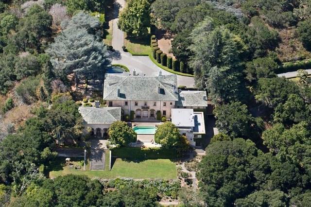 Được xây dựng lần đầu vào năm 1916, biệt thự của Musk tọa lạc trên đồi Hillsborough, thuộc bang California.